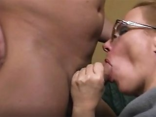 Amateur MOM takes young...